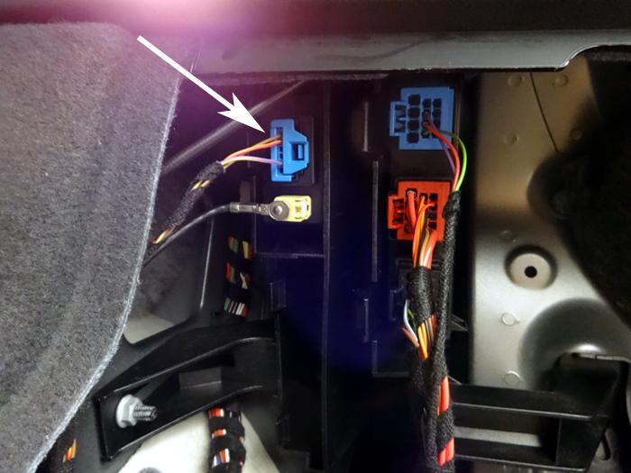 Audi-Q5-Stecker-FB